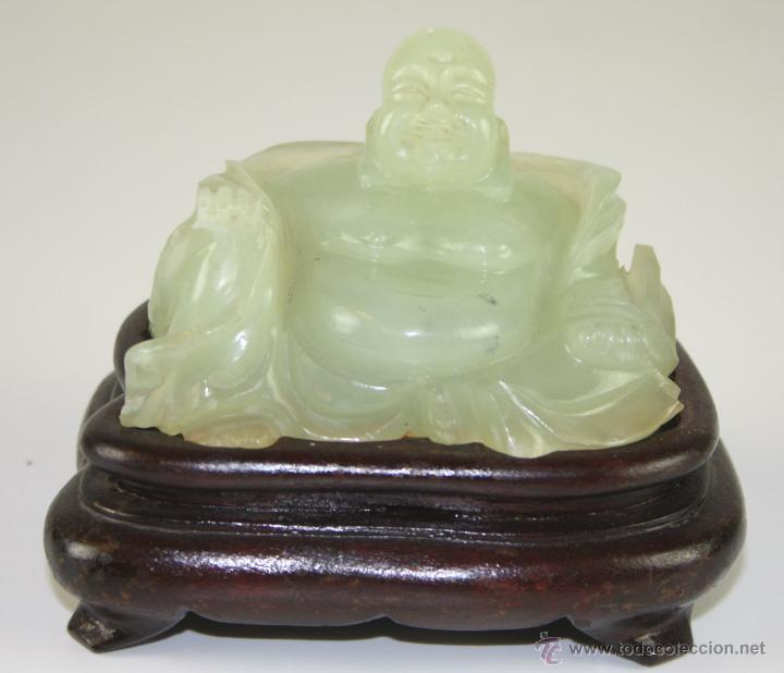 ESCULTURA DE BUDA CHINO EN JADE. PEANA DE MADERA. SIGLO XX (Arte - Étnico - Asia)