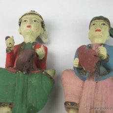 Arte: PAREJA DE FIGURAS ORIENTALES. MADERA TALLADA Y PINTADA. ASIA. SIGLO XX. Lote 50212017