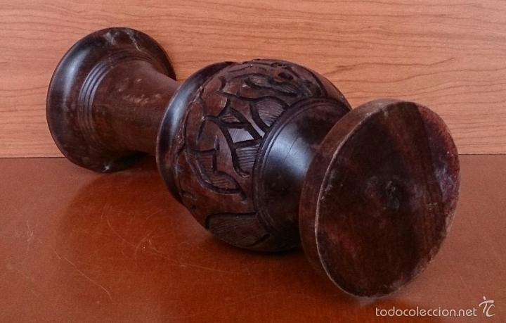 Arte: Jarrón antiguo en madera noble africana tallada y labrada a mano, procedente de Madagascar, años 40. - Foto 5 - 56328410