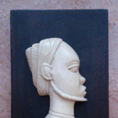 Arte: CUADRO ANTIGUO EN MADERA DE ARTE AFRICANO CON BUSTO DE NATIVO AFRICANO TALLADA BELLAMENTE EN MARFIL . Lote 56858981