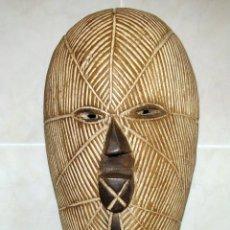 Arte: MÁSCARA AFRICANA TALLADA POR ESGRAFIADO.EN MADERA DE ACACIA.TRIBU KIFWEBE-SONGYE REP.CONGO. Lote 82323096