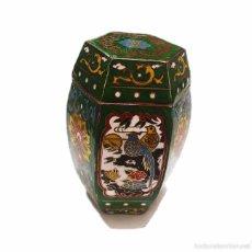 Arte: PEQUEÑO JARRON CON MOTIVOS ORIENTALES ORIENTAL EN ESMALTE CLOISONNE Y LACA CHINA. Lote 49694169