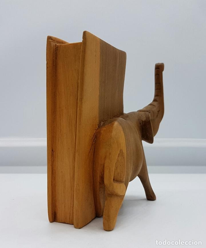 Arte: Escultura antigua de elefante con libro en madera maciza tallada a mano, Sudán ( Africa ) . - Foto 2 - 74645971
