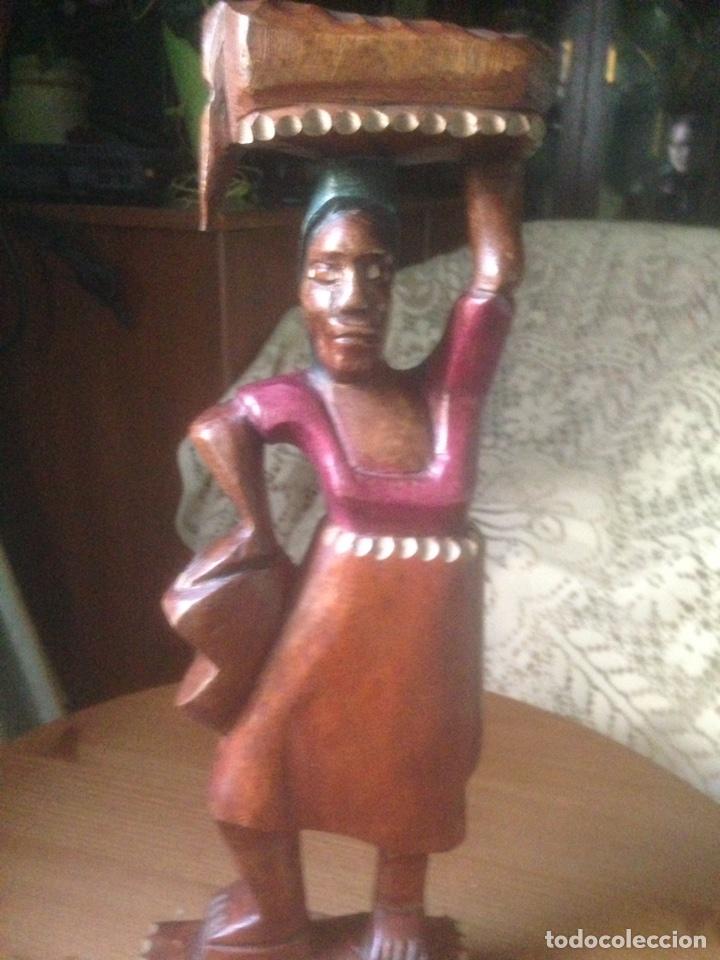 TALLA DE CAOBA POLICROMADA AFRICANA, AÑOS 60/70 (Arte - Étnico - África)