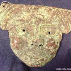 Arte: MASCARA DE HOJA DE COBRE TIPO CHIMU PERU PERFORADA OXIDACIONES NO ORIGINAL 16X20CMS. Lote 76907947