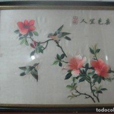 Arte: UNA OBRA DE ARTE BORDADO Y PINTADO TRADICIONAL EN SEDA SOBRE SEDA, CUADRO FIRMADO, DEL 1900. Lote 83280744