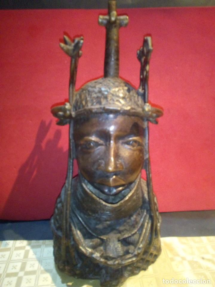 80b660178947 Gran busto de rey en bronce etnia edo