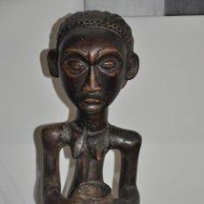Arte: LUBA - SHANKADI CONGO PORTEUSE DE COUPE , AFRICAN , ANTIGUA TALLA EN MADERA AFRICANA . Lote 83556424