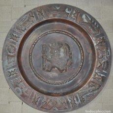 Arte: PLATO DE COLGAR EN COBRE , CON MOTIVO DE GUERRERO MAYA , REALIZADO A MANO. Lote 84633196