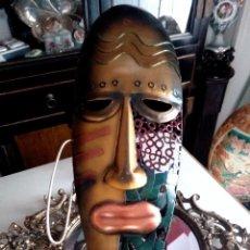 Arte: MASCARA ARTESANAL DE ORIGEN AFRICANO EN METAL POLICROMADO - 55 CMS.. Lote 86756628