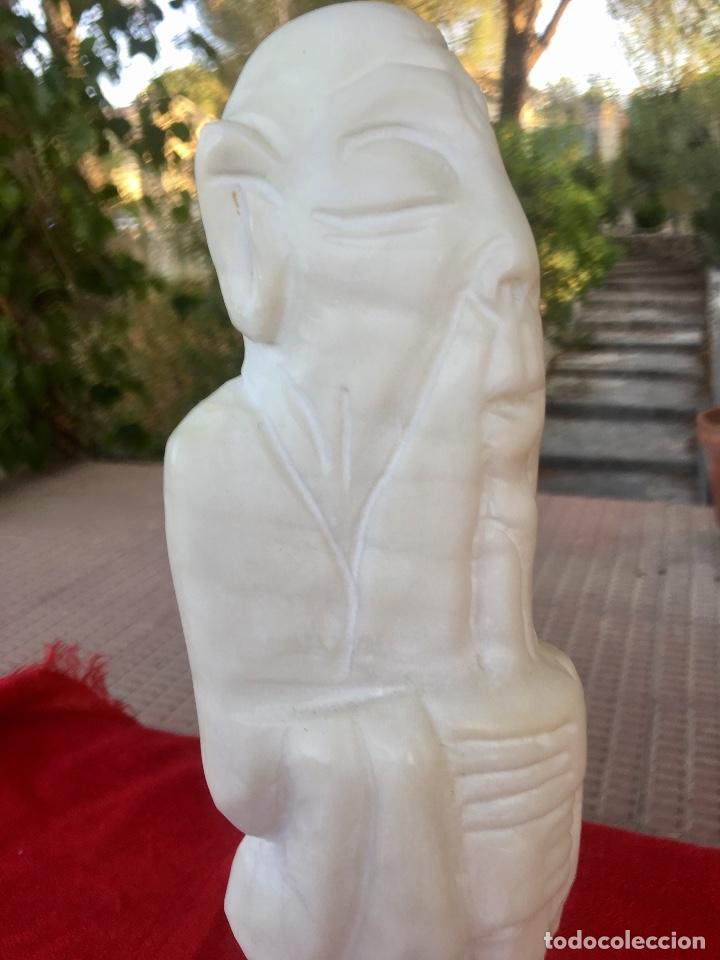 Arte: Figura talla alabastro sabio chino oriental años 60 España con base en alabastro 32x10cm - Foto 6 - 88378316