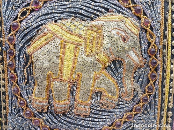 Arte: Precioso cuadro hecho artesanalmente en Kuala Lumpur Malasia elefante de lentejuelas, chakiras... - Foto 2 - 89625328