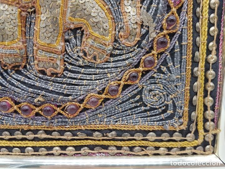 Arte: Precioso cuadro hecho artesanalmente en Kuala Lumpur Malasia elefante de lentejuelas, chakiras... - Foto 5 - 89625328