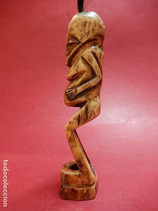 Arte: Figura antropomórfica tallada en hueso. Siglo XX. Posiblemente islas del Pacífico. - Foto 5 - 91221770