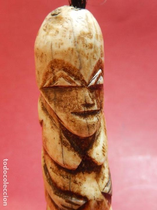 Arte: Figura antropomórfica tallada en hueso. Siglo XX. Posiblemente islas del Pacífico. - Foto 9 - 91221770