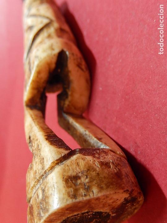 Arte: Figura antropomórfica tallada en hueso. Siglo XX. Posiblemente islas del Pacífico. - Foto 14 - 91221770