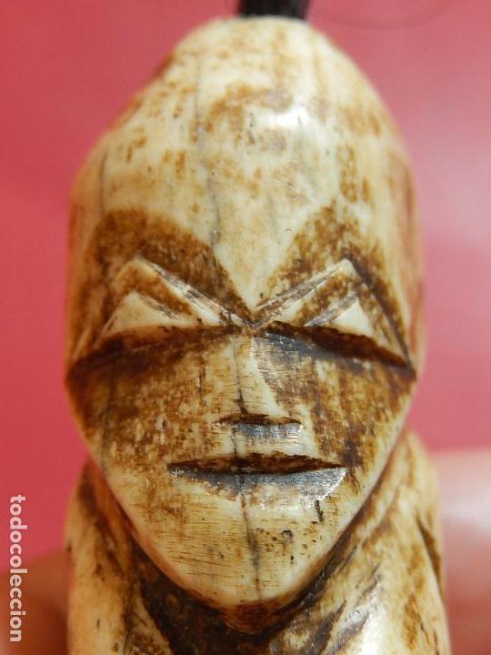 Arte: Figura antropomórfica tallada en hueso. Siglo XX. Posiblemente islas del Pacífico. - Foto 21 - 91221770