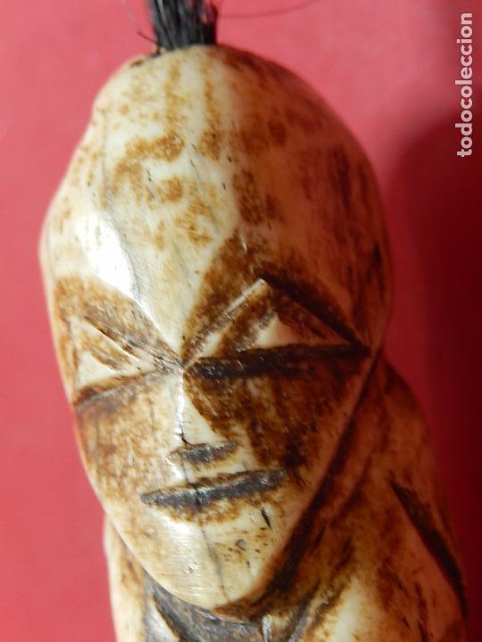 Arte: Figura antropomórfica tallada en hueso. Siglo XX. Posiblemente islas del Pacífico. - Foto 22 - 91221770