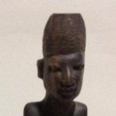 Arte: FIGURA PEQUEÑA ARTE ÉTNICO/AFRICANO EN MADERA CLARA TALLADA A MANO. Lote 91673425