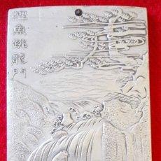 Arte: LINGOTE / PLACA DE PLATA TIBETANA - CARPA EN ARROYO - AMULETO - SUERTE. Lote 93763130
