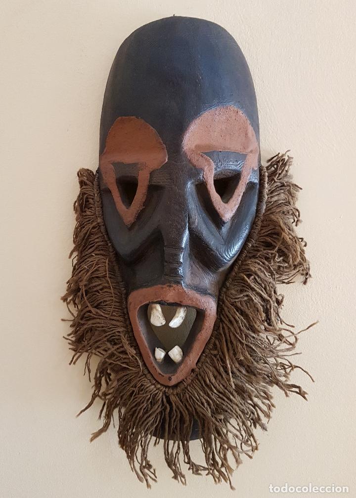 MASCARA ANTIGUA DE LA TRIBU AFRICANA HIMBA EN MADERA Y DIENTES AUTENTICOS, PARA RITUALES Y VUDÚ . (Arte - Étnico - África)