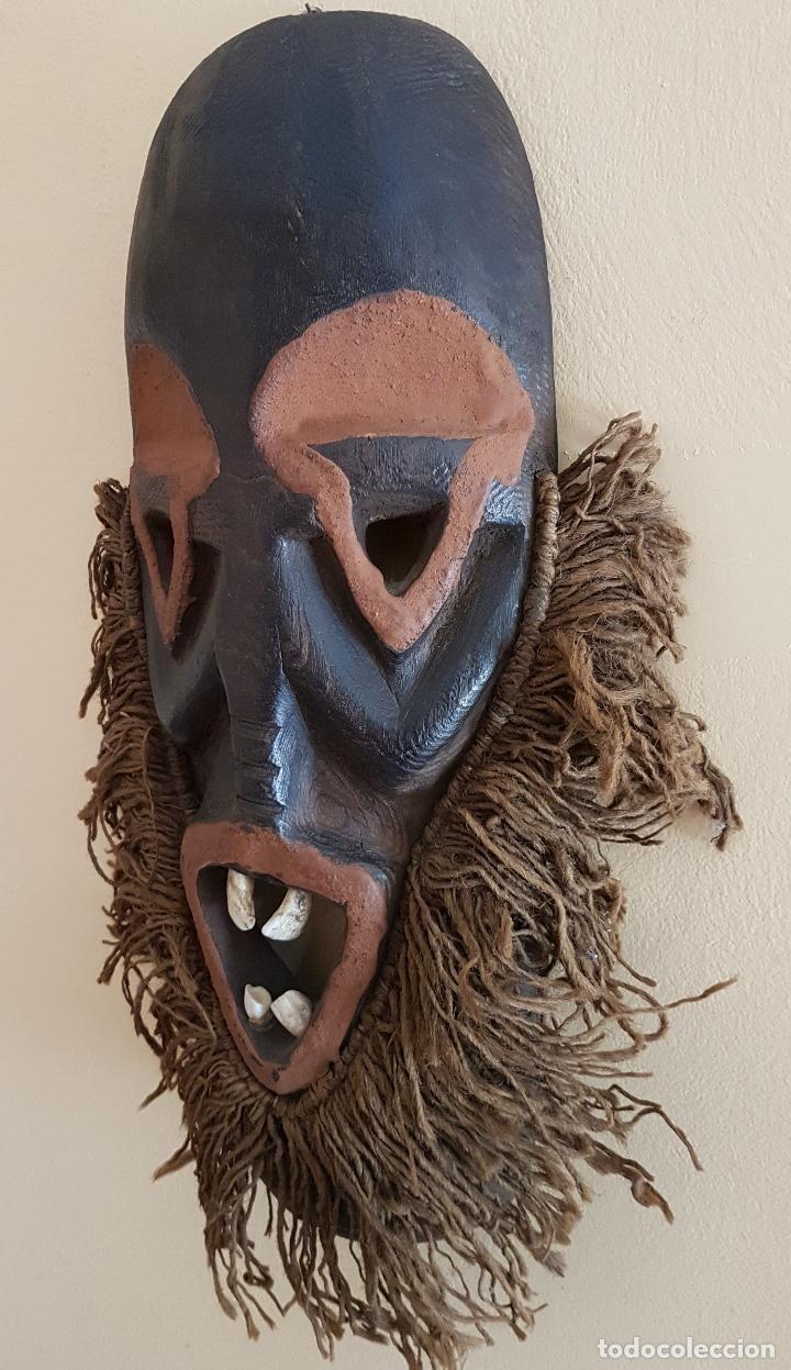 Arte: Mascara antigua de la tribu africana Himba en madera y dientes autenticos, para rituales y vudú . - Foto 2 - 93868105