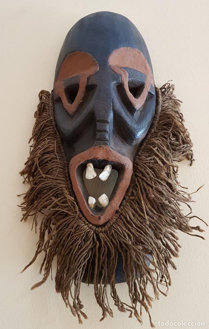 Arte: Mascara antigua de la tribu africana Himba en madera y dientes autenticos, para rituales y vudú . - Foto 3 - 93868105
