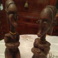 Arte: PAREJA DE FIGURAS AFRICANAS EN MADERA TALLADA DE 23 CM. . Lote 98599795
