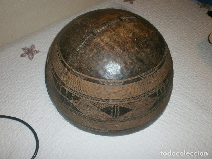 Arte: Fuente antigua cuenco de madera tallada con lañas artesanía Africana diámetro 38 cm. altura 18 cm. - Foto 5 - 99685175