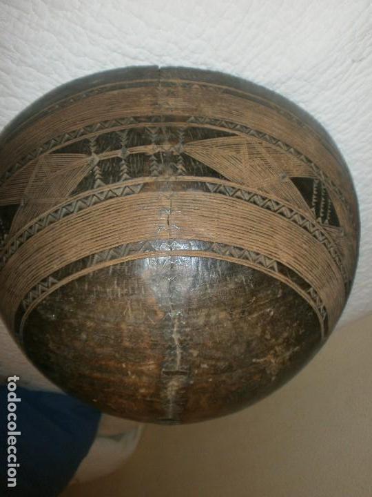 Arte: Fuente antigua cuenco de madera tallada con lañas artesanía Africana diámetro 38 cm. altura 18 cm. - Foto 7 - 99685175