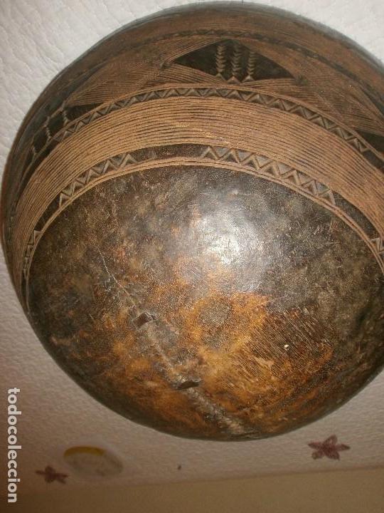 Arte: Fuente antigua cuenco de madera tallada con lañas artesanía Africana diámetro 38 cm. altura 18 cm. - Foto 8 - 99685175