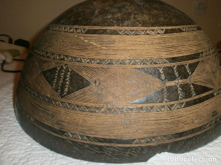 Arte: Fuente antigua cuenco de madera tallada con lañas artesanía Africana diámetro 38 cm. altura 18 cm. - Foto 9 - 99685175