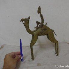 Arte: ANTIGUA GRAN FIGURA O ESCULTURA EN CAMELLO DE BRONCE, ORIGINAL, DE DOGON DE MALI. ARTE AFRICANO.. Lote 99826459