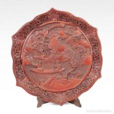 Arte - Plato chino de época Qing, hacia 1900. Laca cinabrio tallada. - 101431747