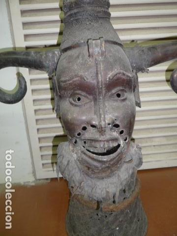 Arte: Gigante escultura antigua de bronce africano, original, dos caras distintas, africa. +1 metro alto. - Foto 4 - 102488595