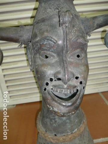Arte: Gigante escultura antigua de bronce africano, original, dos caras distintas, africa. +1 metro alto. - Foto 13 - 102488595