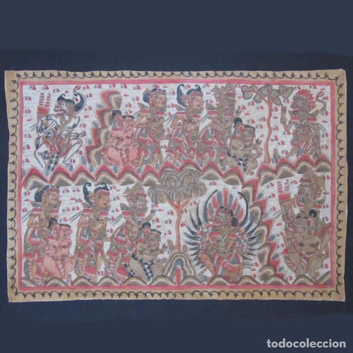 TELA PINTADA DE BALI. MOTIVOS ÉTNICOS RITUALES. 85 X 58 CENTÍMETROS (Arte - Étnico - Asia)