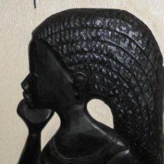 Arte: FIGURA MUJER AFRICANA EN MADERA TALLADA A MANO. Lote 104718179