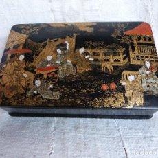 Kunst - ANTIGUA CAJA LACADA - ESCENA ORIENTAL - 19 X 12 CM . PEQUEÑA GRIETA VISIBLE EN FOTO - - 109407739