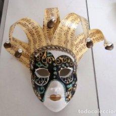 Arte: MASCARA COLGADOR DE CERAMICA VENECIANA CON CASCABELES. Lote 111708871