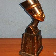 Arte: FIGURA EGIPCIA EN BRONCE CON BASE DE MADERA. Lote 112171003