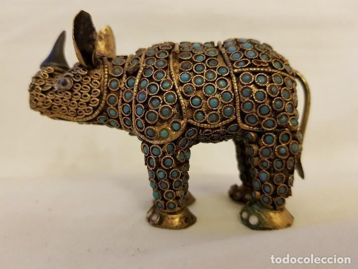 Arte: Rinoceronte oriental de latón y turquesa. Siglo XX - Foto 2 - 112478623