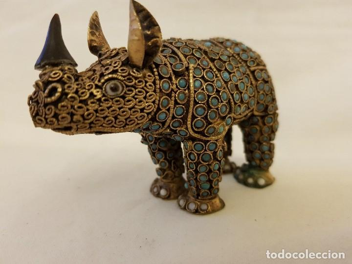 Arte: Rinoceronte oriental de latón y turquesa. Siglo XX - Foto 3 - 112478623