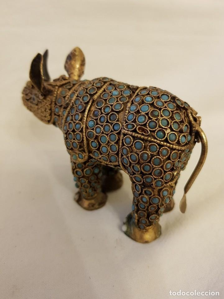 Arte: Rinoceronte oriental de latón y turquesa. Siglo XX - Foto 4 - 112478623
