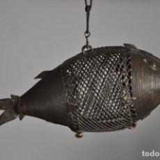 Arte: PEZ DE BRONCE BENIN , AFRICA , PEZ DE COLGAR , AFRICAN FISH BENIN BRONZE . Lote 112536575
