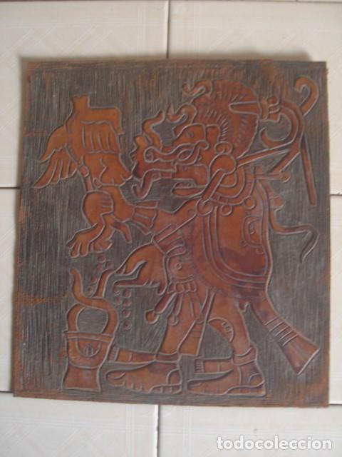 BAJORRELIEVE MAYA SOBRE LÁMINA DE CUERO. KUKULKÁN, DIOS DEL VIENTO Y LA LLUVIA. (Arte - Étnico - América)