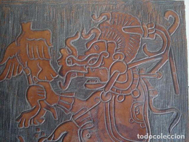 Arte: Bajorrelieve maya sobre lámina de cuero. Kukulkán, dios del viento y la lluvia. - Foto 2 - 112886275