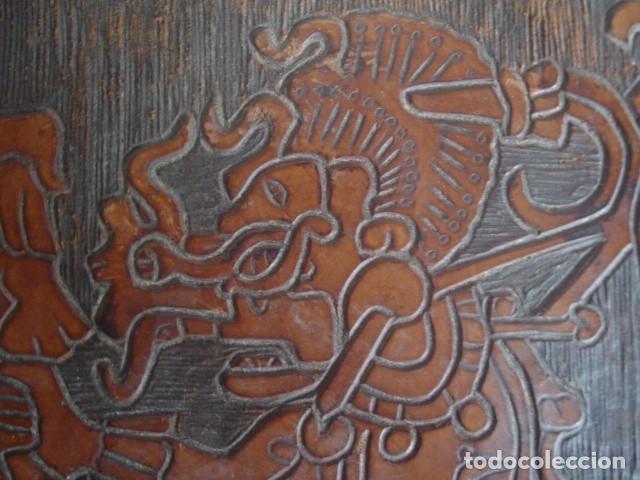 Arte: Bajorrelieve maya sobre lámina de cuero. Kukulkán, dios del viento y la lluvia. - Foto 3 - 112886275