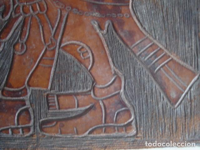 Arte: Bajorrelieve maya sobre lámina de cuero. Kukulkán, dios del viento y la lluvia. - Foto 6 - 112886275