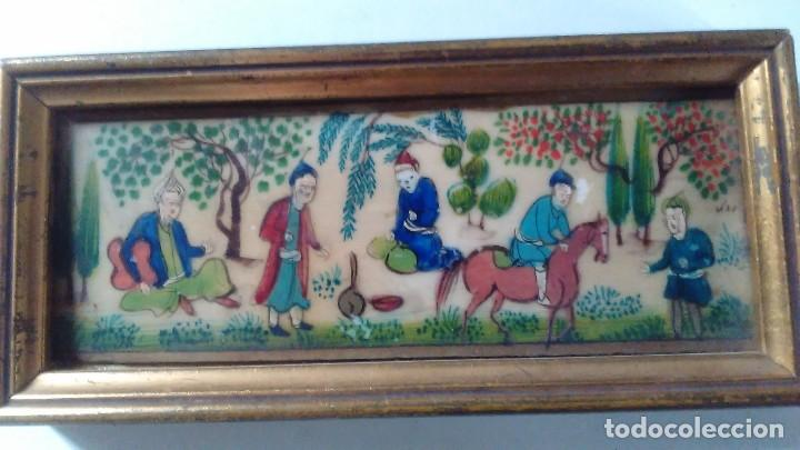 Arte: Antigua pintura miniatura oriental sobre marfil. Personajes en un jardín - Foto 9 - 114349655